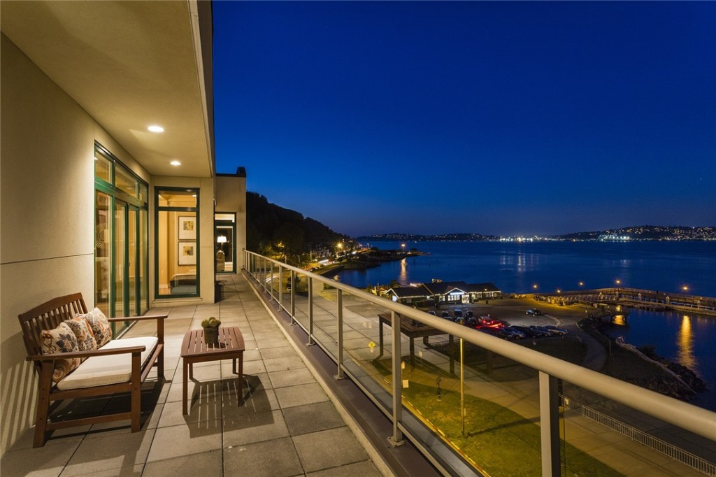 1661 Harbor Ave Penthouse